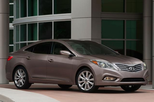 2013 Hyundai Azera  4dr Car Slide 0