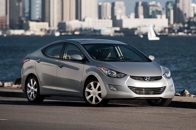 2013 Hyundai Elantra LIMITED 4dr Car Slide 0