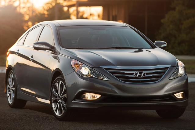 2014 Hyundai Sonata LIMITED 4dr Car Slide 0