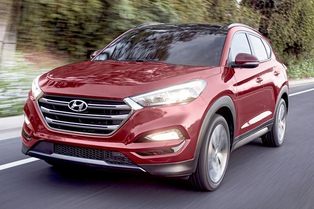 2016 Hyundai Tucson SE Sport Utility Slide 0