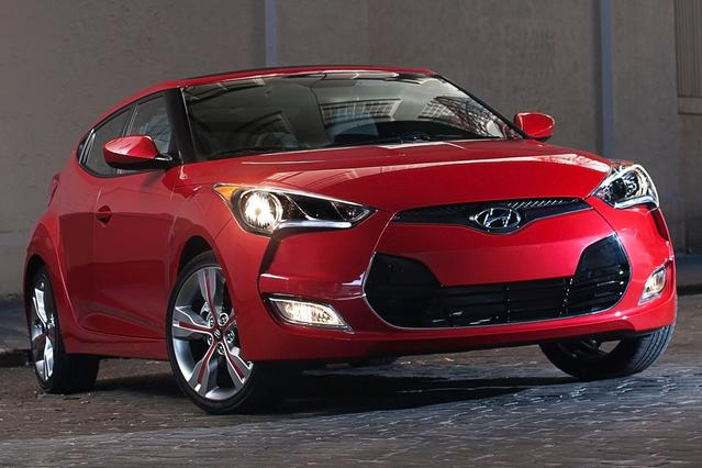 2016 Hyundai Veloster TURBO Hatchback Slide 0