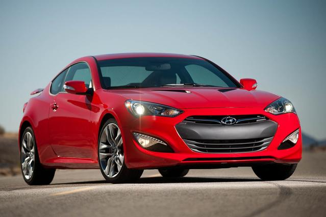 2013 Hyundai Genesis Coupe 3.8 TRACK 2D Coupe Slide 0