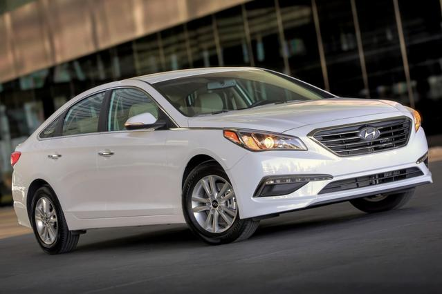 2015 Hyundai Sonata Hybrid LIMITED 4dr Car Slide 0