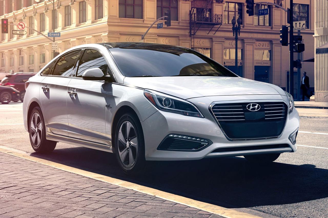2016 Hyundai Sonata Hybrid SE Slide 0