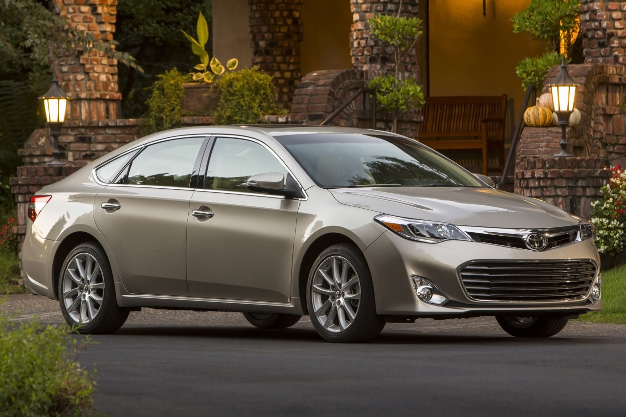2013 Toyota Avalon XLE 4D Sedan Slide 0