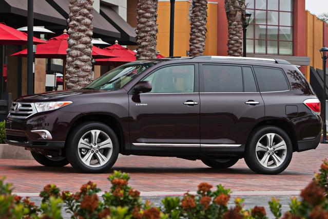2013 Toyota Highlander LIMITED SUV Slide 0
