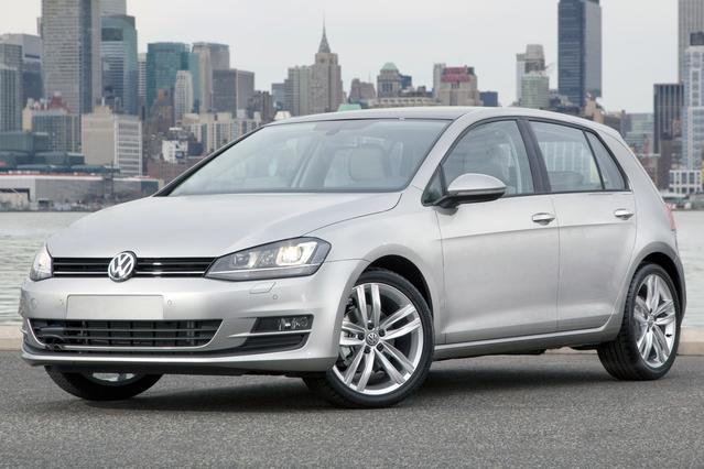 2016 Volkswagen Golf TSI SE 4-DOOR 4D Hatchback Slide 0