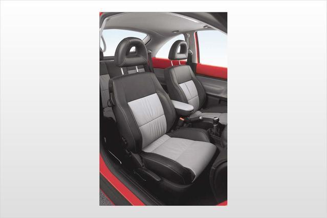 2003 Volkswagen New Beetle Coupe GL 2dr Car Slide 0