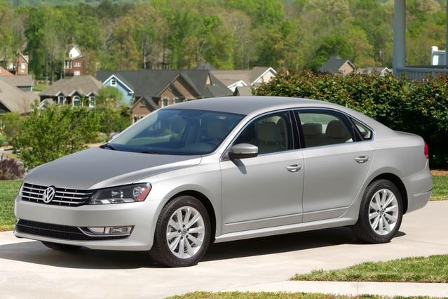 2013 Volkswagen Passat TDI SEL PREMIUM Slide 0