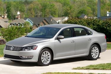 2013 Volkswagen Passat SE W/SUNROOF & NAV Sedan Slide