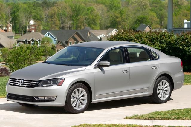 2013 Volkswagen Passat 2.5 SE 4dr Car Slide 0