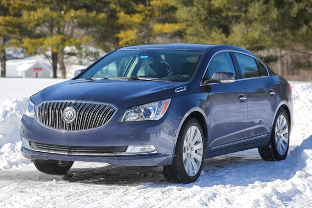2015 Buick Lacrosse PREMIUM II GROUP 4D Sedan Slide 0