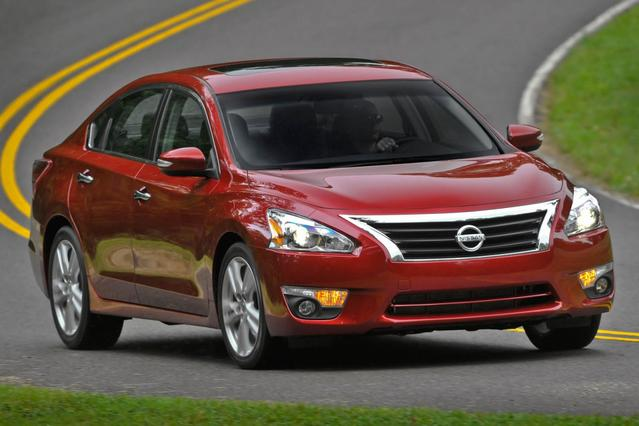 2014 Nissan Altima 2.5 4dr Car Slide 0