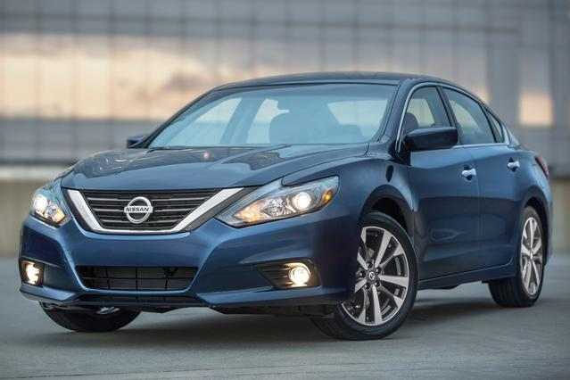 2016 Nissan Altima 2.5 SR 4dr Car Slide 0