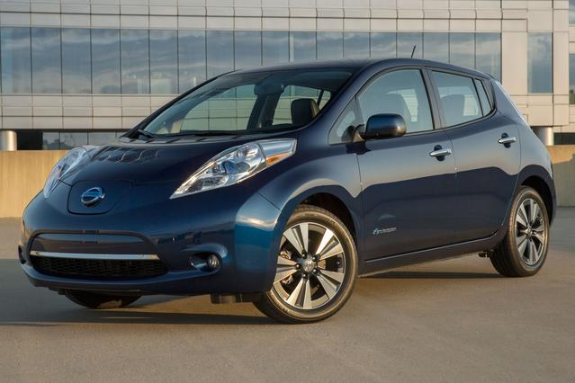 2016 Nissan Leaf SV Hatchback Slide 0