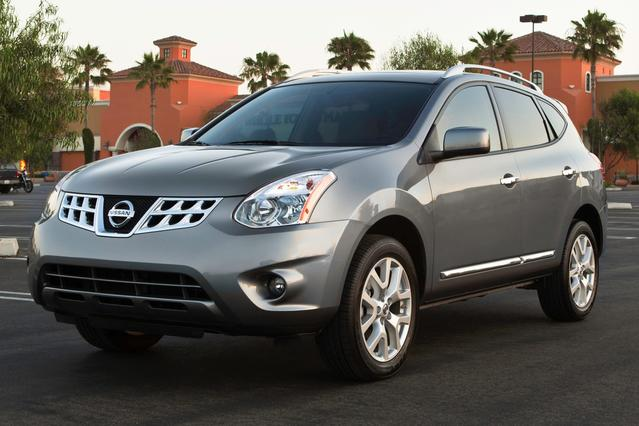 2015 Nissan Rogue Select S SUV Slide 0