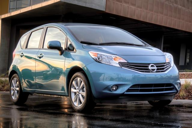 2015 Nissan Versa Note SV Hatchback Slide 0
