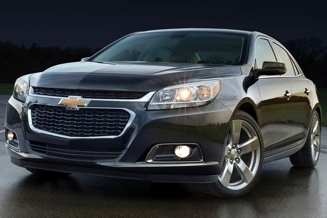 2015 Chevrolet Malibu LT 4dr Car Slide 0