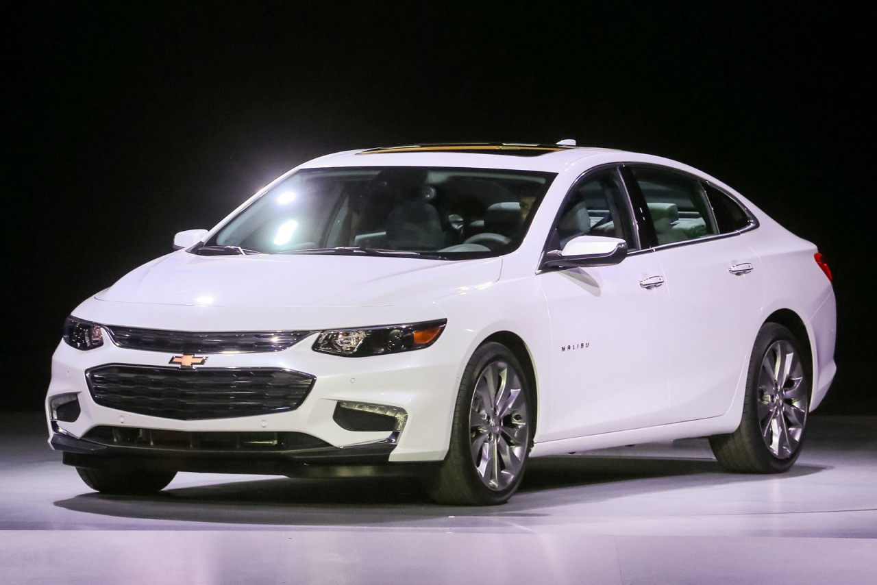 2016 Chevrolet Malibu LT 4dr Car Slide 0