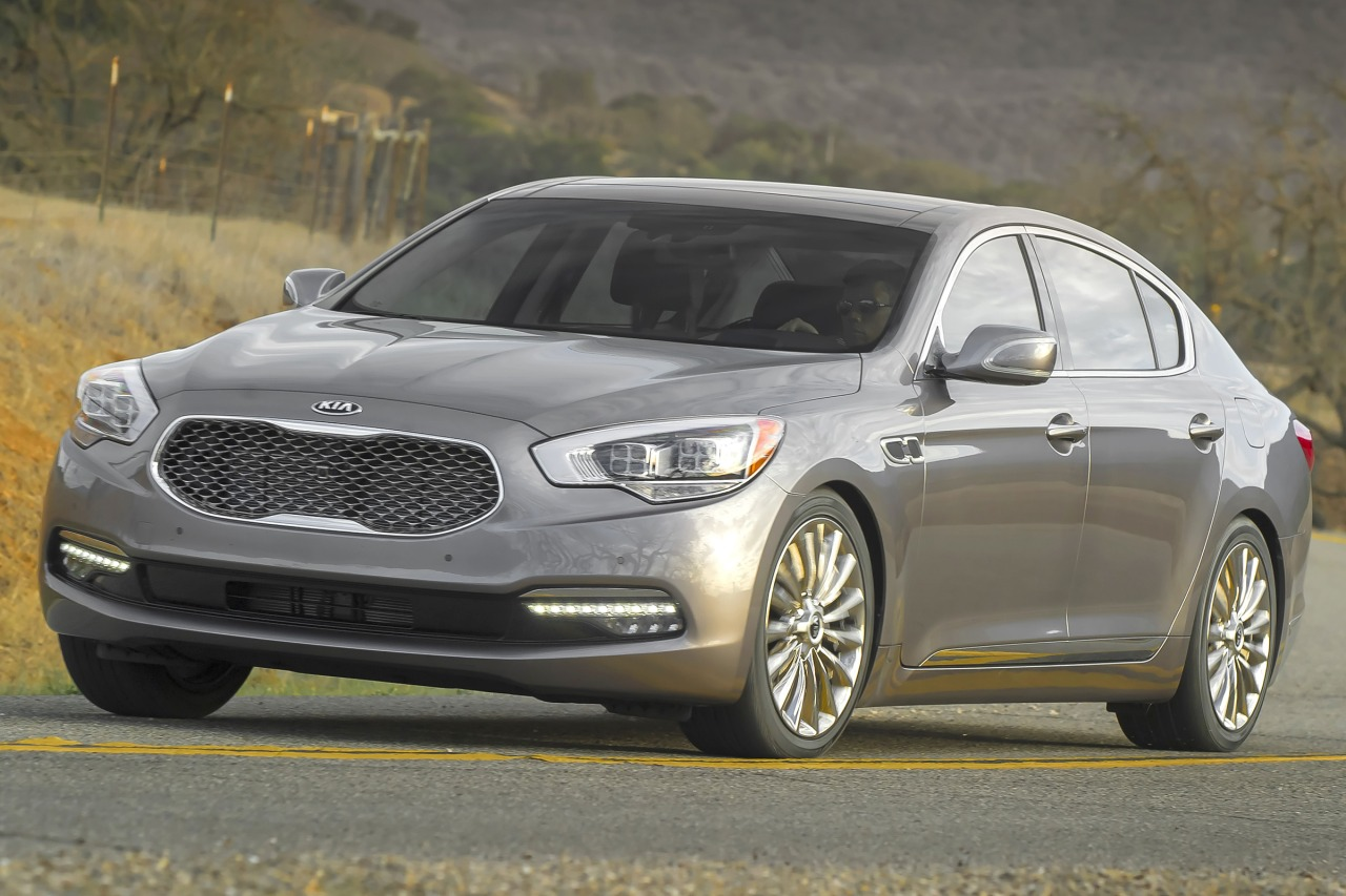 2016 Kia K900 LUXURY 4dr Car Slide 0