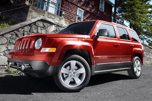 2013 Jeep Patriot LATITUDE Sport Utility Slide 0