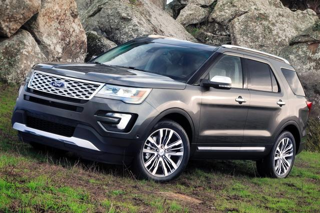 2016 Ford Explorer PLATINUM SUV Slide 0