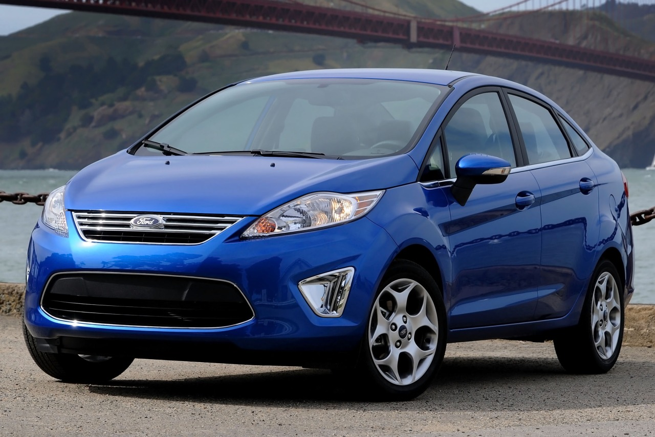 2013 Ford Fiesta SE Slide 0