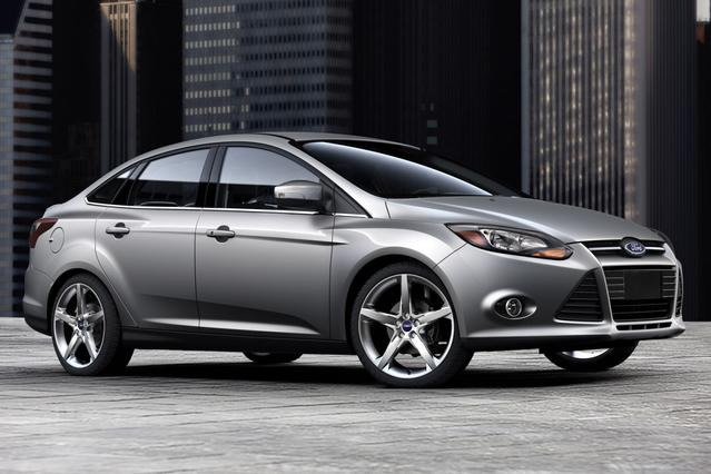 2014 Ford Focus SE Hatchback Slide 0
