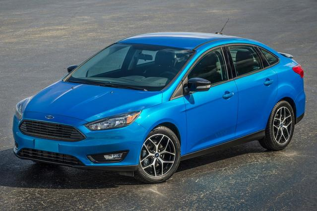 2015 Ford Focus SE Sedan Slide 0