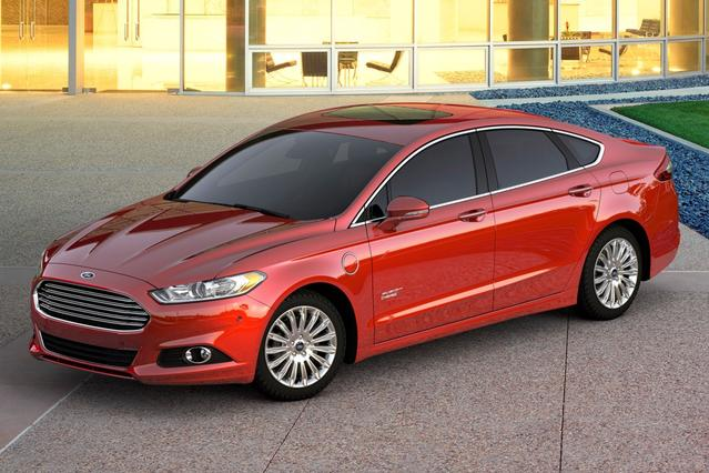 2017 Ford Fusion Energi PLATINUM 4dr Car Slide 0