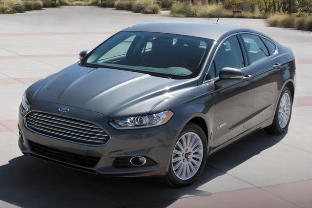 2017 Ford Fusion HYBRID SE 4dr Car Slide 0