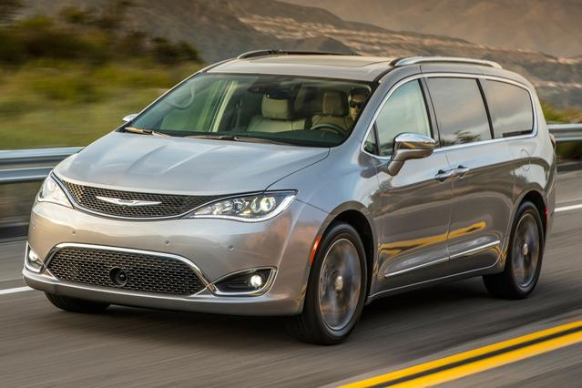 2017 Chrysler Pacifica TOURING-L Mini-van, Passenger Slide 0
