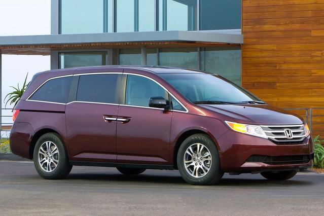 2014 Honda Odyssey LX Minivan Slide 0