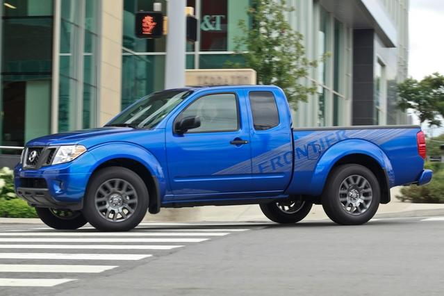 2012 Nissan Frontier SV Crew Cab Pickup Slide 0