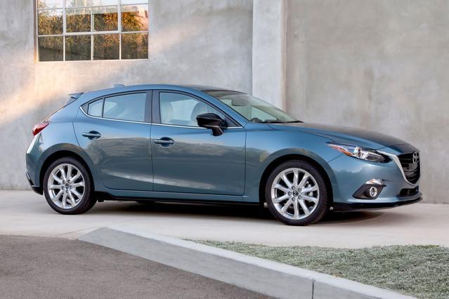 2016 Mazda Mazda3 S GRAND TOURING Hatchback Slide 0