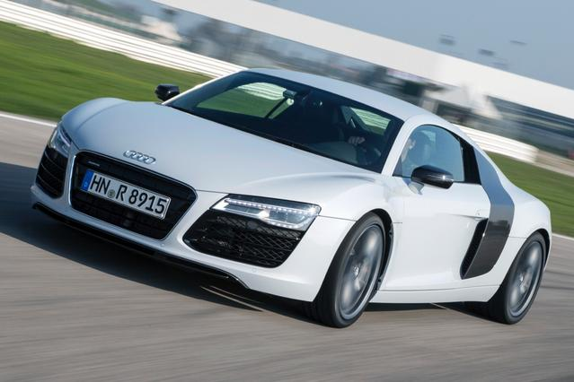 2015 Audi R8 V10 2dr Car Slide 0