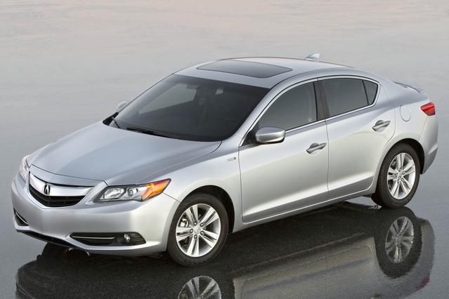 2013 Acura ILX 4DR SDN 2.0L TECH PKG