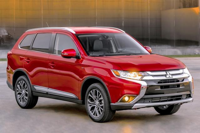 2016 Mitsubishi Outlander SEL Sport Utility Slide 0