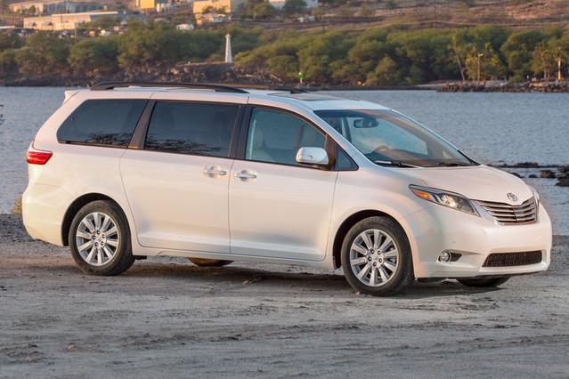 2016 Toyota Sienna LE Minivan Slide 0