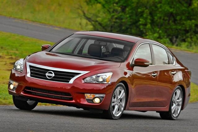 2013 Nissan Altima 3.5 SV 4dr Car Slide 0