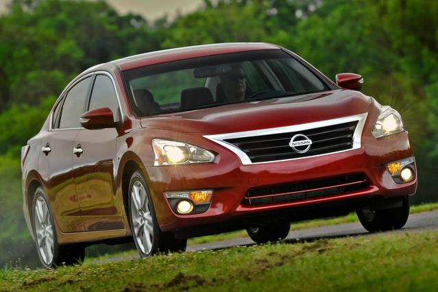2013 Nissan Altima 2.5 4dr Car Slide 0