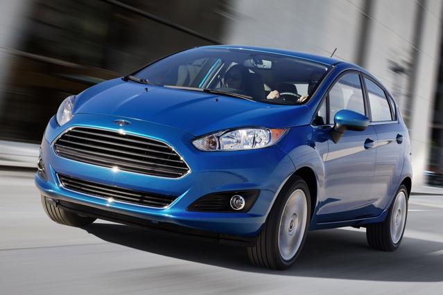 2015 Ford Fiesta SE Hatchback Slide 0