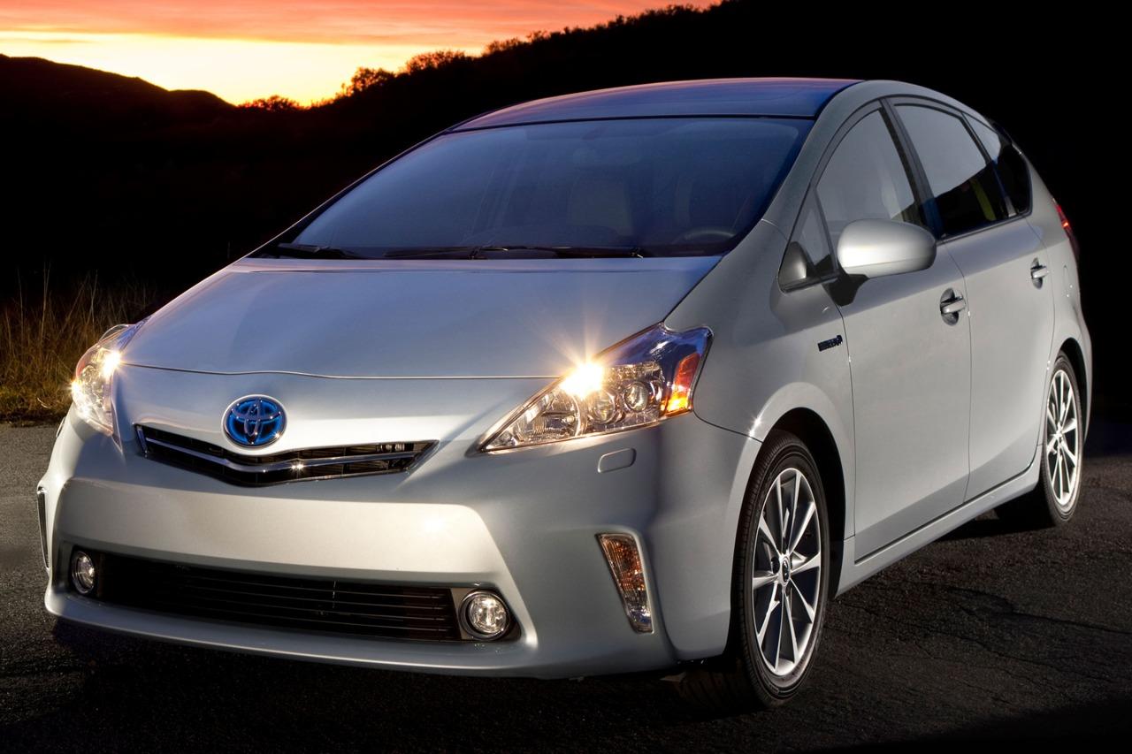 2013 Toyota Prius v FIVE Five 4dr Wagon Slide 0