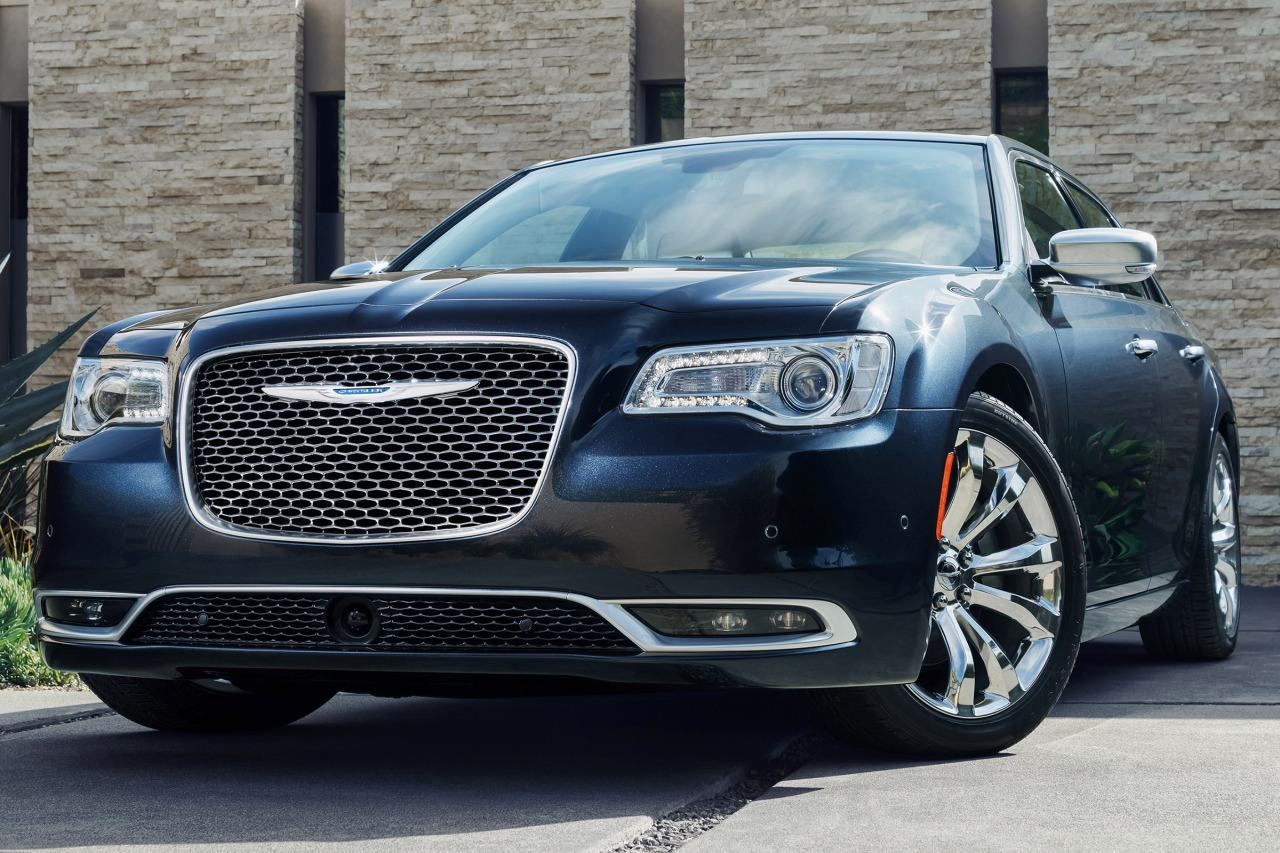 2016 Chrysler 300 300C 4dr Car Slide 0