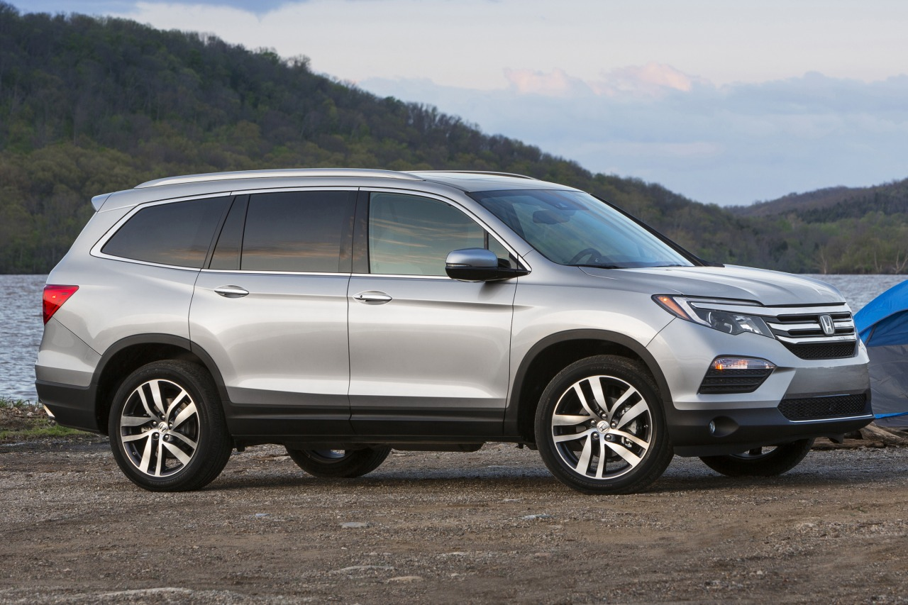 2016 Honda Pilot ELITE Slide 0