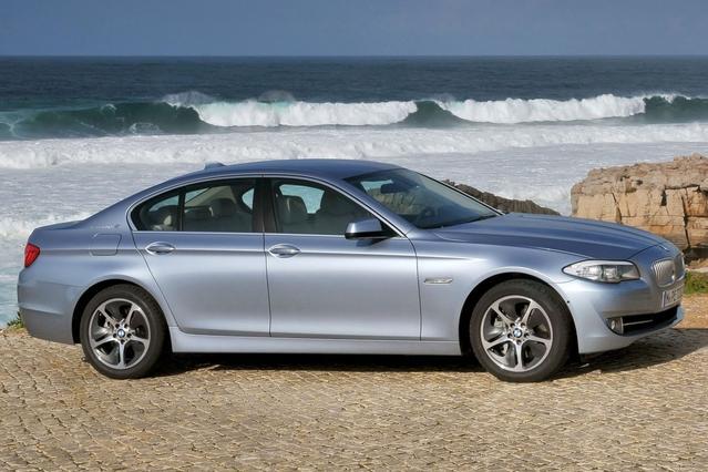 2013 BMW 5 Series 550I XDRIVE Slide 0
