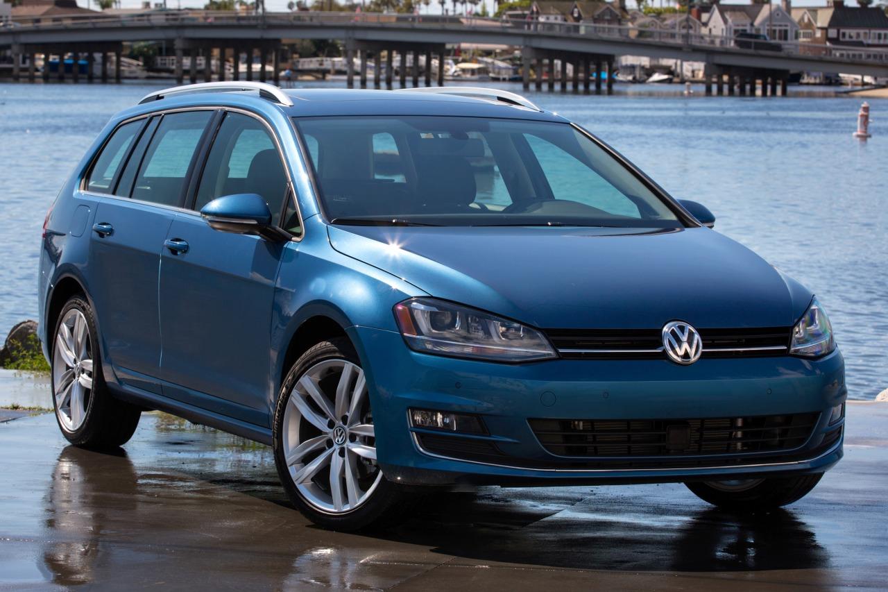 2016 Volkswagen Golf SportWagen SE Slide 0