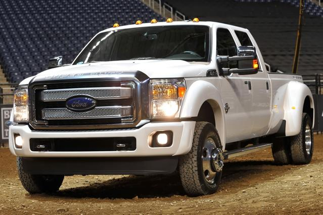 2016 Ford F-350SD LARIAT Crew Pickup Slide 0