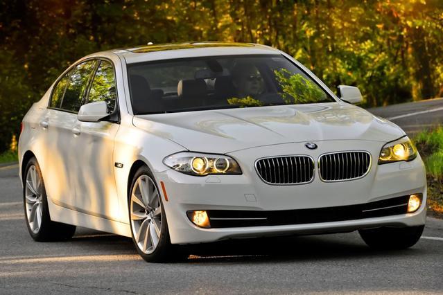 2013 BMW 5 Series 550I 4dr Car Slide 0