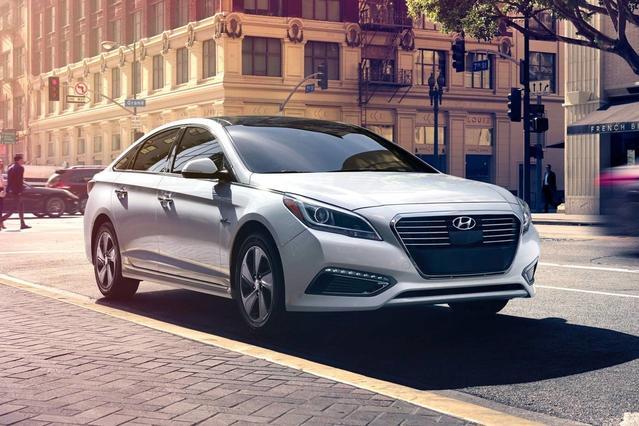 2017 Hyundai Sonata Hybrid SE Sedan Slide 0